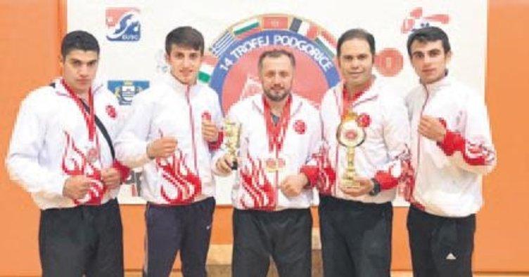 Genç boksörlerden Karadağ'da 3 madalya!