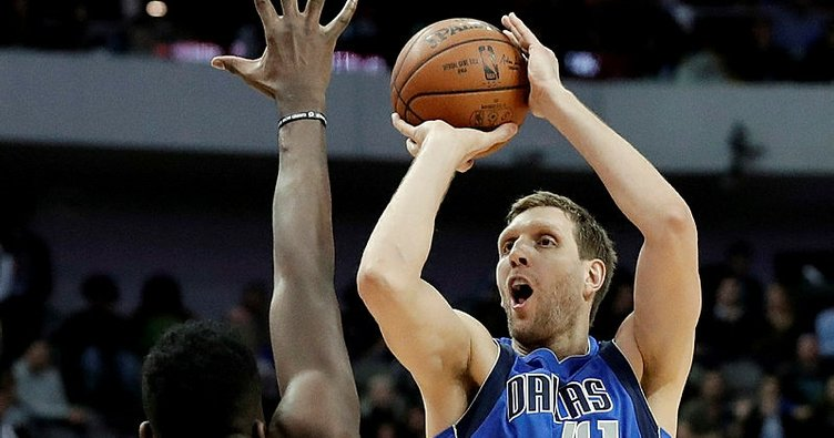 Dirk Nowitzki'den Dallas Mavericks'e rekor imza