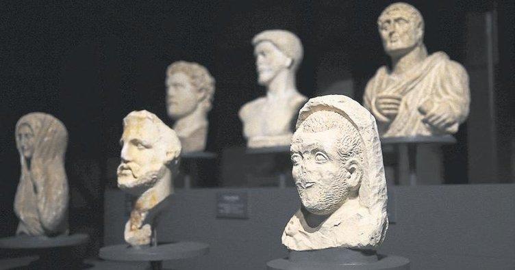 Asırlık fabrikadaki eserlere ziyaretçi ilgisi