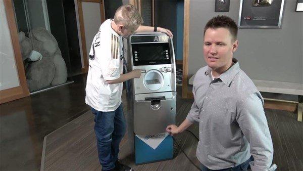 Eve getirdikleri ATM'yi kesiler! İçinden çıkanlar ise şoke etti