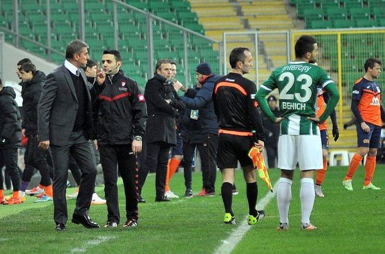 Bursaspor - Medipol Başakşehir maçında ortalık karıştı