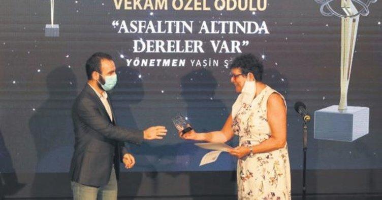 Film festivalinde ödüller sahiplerine verildi