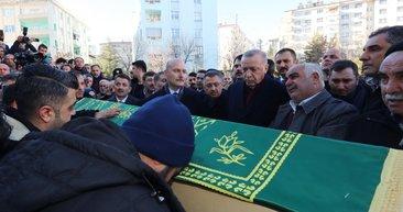 Cumhurbaşkanı Erdoğan, Elazığ'da anne ve oğlunun cenaze namazına katıldı