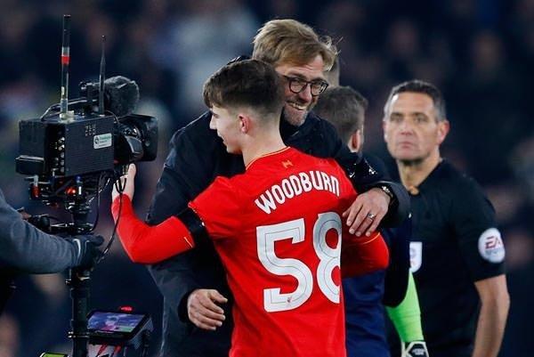 17 yaşında gol atan Woodburn Liverpool tarihine geçti