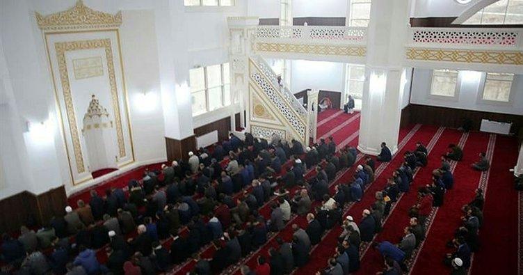 Kampüs Cami'nde ilk Cuma namazı kılındı