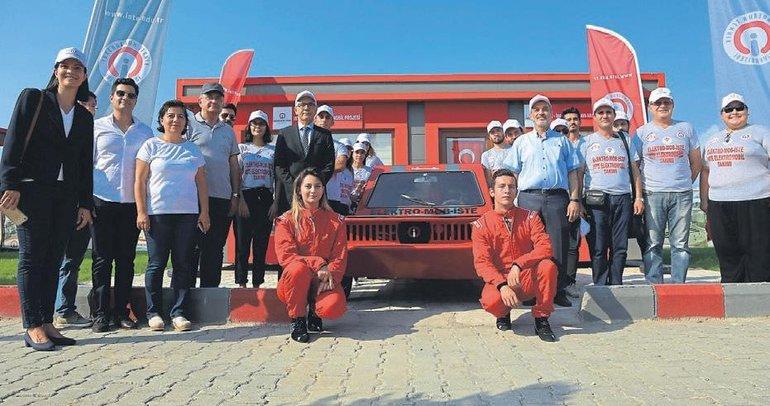 Üniversite öğrencileri dört çeker elektrikli otomobil üretti