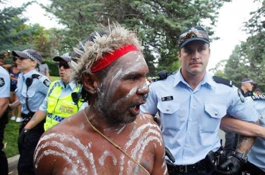 Avustralya Başbakanı yaka paça
