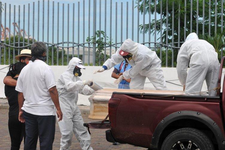 Coronavirüsten ölenleri sokağa bıraktılar! 1424 ceset toplandı