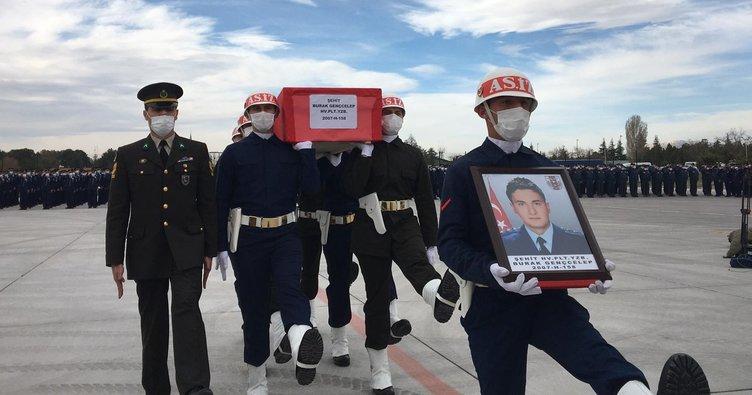 Şehit Türk Yıldızı için askeri tören düzenlendi
