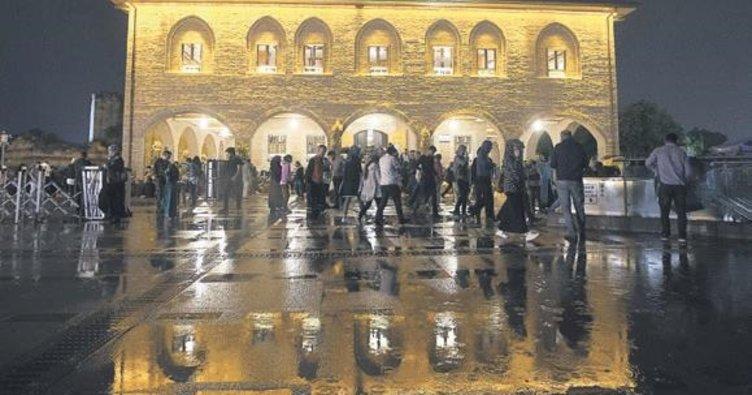 Kadir Gecesi'nde camilere akın