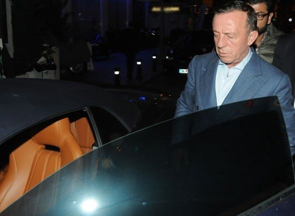 Ali Ağaoğlu yeni otomobili ile Bebek'te