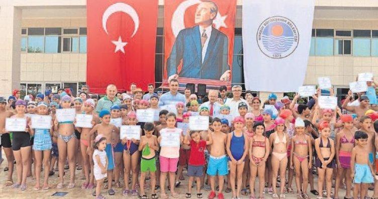 600 öğrenci yüzme öğrendi