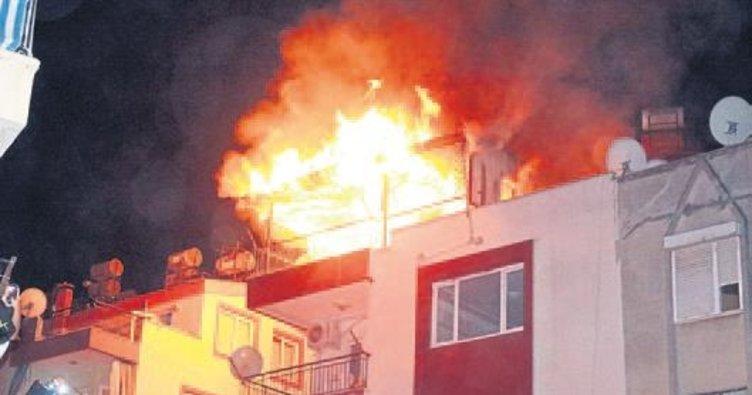 Yiğit evi yaktı