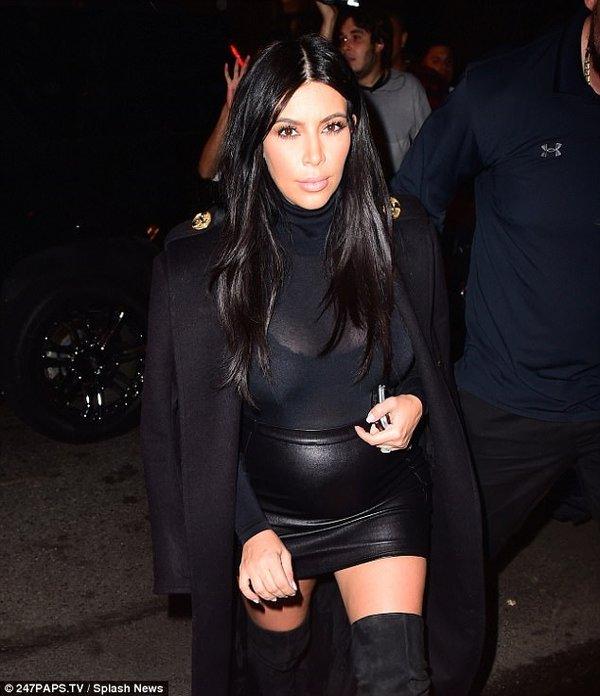 Kim Kardashian hamile modasını abarttı!