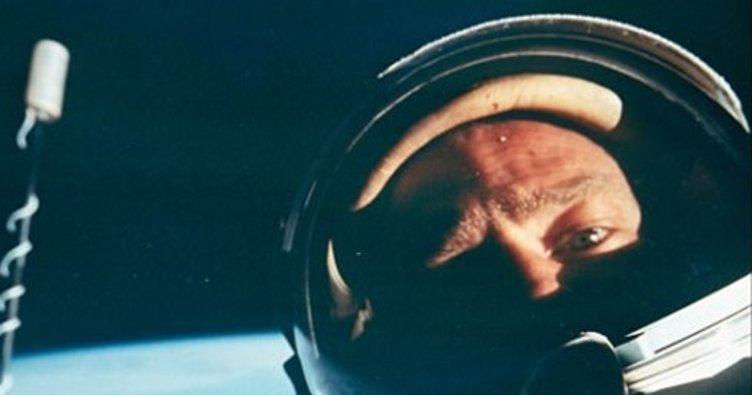 İlk uzay selfie'si açık artırmaya çıkıyor