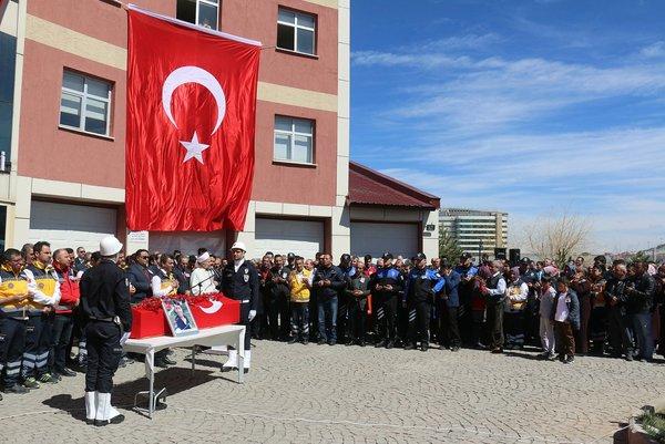 UMKE Paramedik sağlık personeli şehit Burak Tatar son yolculuğuna uğurlandı