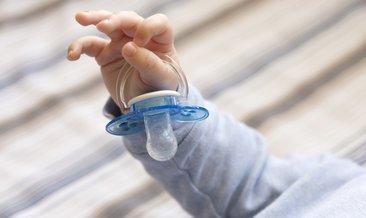ağlayan bebekler için emzik sağlıklımı ile ilgili görsel sonucu