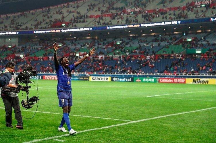 Bafetimbi Gomis'ten Galatasaray taraftarını heyecanlandıran transfer paylaşımı