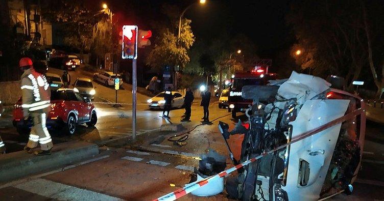 Sarıyer'de otomobille çarpışan minibüs devrildi: 2 yaralı