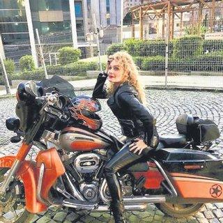 Güzel işletmeci motosiklete merak sardı