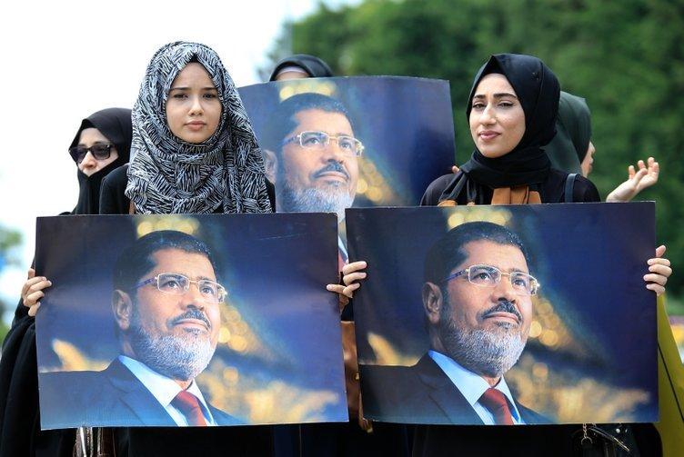 Türkiye'nin dört bir yanında Muhammed Mursi için gıyabi cenaze namazı kılındı
