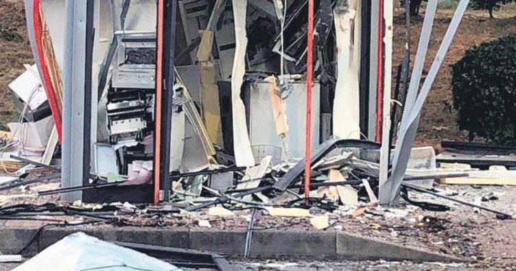 ATM'de patlama harabeye çevirdi