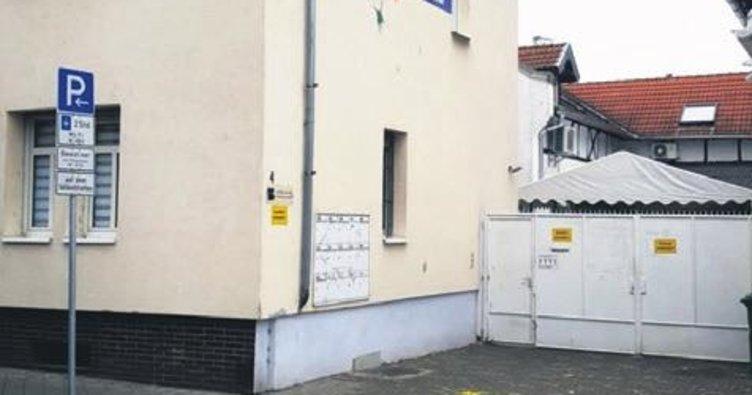 İki camimize çirkin saldırı