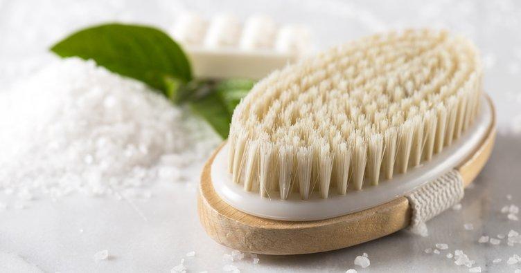 Kuru fırçalama nedir? Kuru fırçalama vücutta nelere iyi gelir?