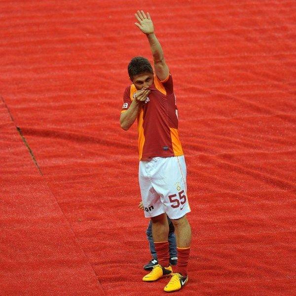 Şampiyon Galatasaray kupasını kaldırdı