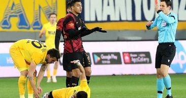 Son dakika: Galatasaray'da Mostafa Mohamed'in gördüğü kırmızı kart hakkında Ahmet Çakar'dan flaş yorum!