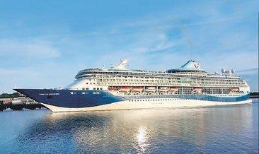 Turist gemisi göçmen kurtardı