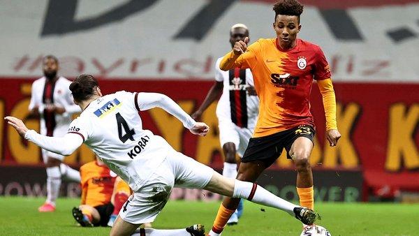 Canlı yayında flaş sözler! 'Galatasaray'da büyük sıkıntılar var futbolcular reaksiyon gösteremiyor...'