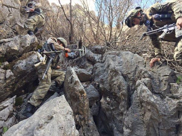 Mehmetçik Kuzey Irak'ta terör inlerine operasyonlar düzenliyor! İşte o fotoğraflar