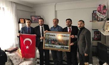 AK Partili gençlerden şehit öğretmenin ailesine ziyaret