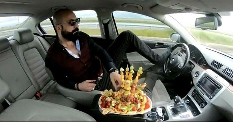 Fenomen olmak için trafikte arabada meyve yiyen sürücü hakkında flaş gelişme!