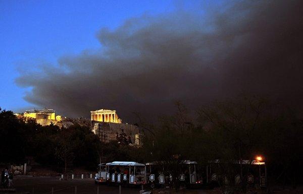 Yunanistan alev alev