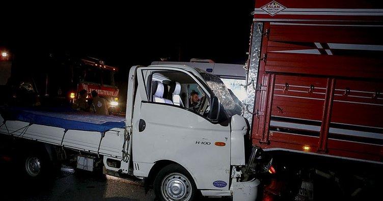 Kamyona çarpan kamyonetin sürücüsü ağır yaralandı!
