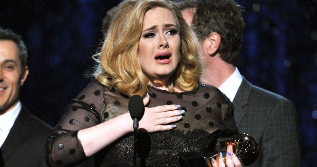 Dünyaca ünlü şarkıcı Adele'den hayranlarını yıkan haber