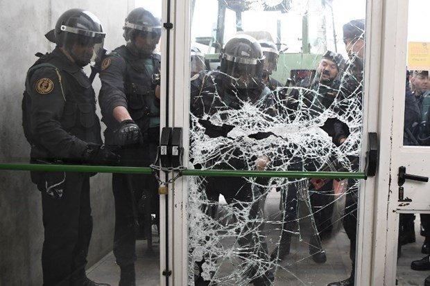 İspanya'da referandum gerginliği: Baskın düzenleniyor
