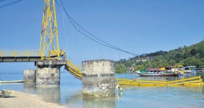 Çöken köprü 9 cana mal oldu