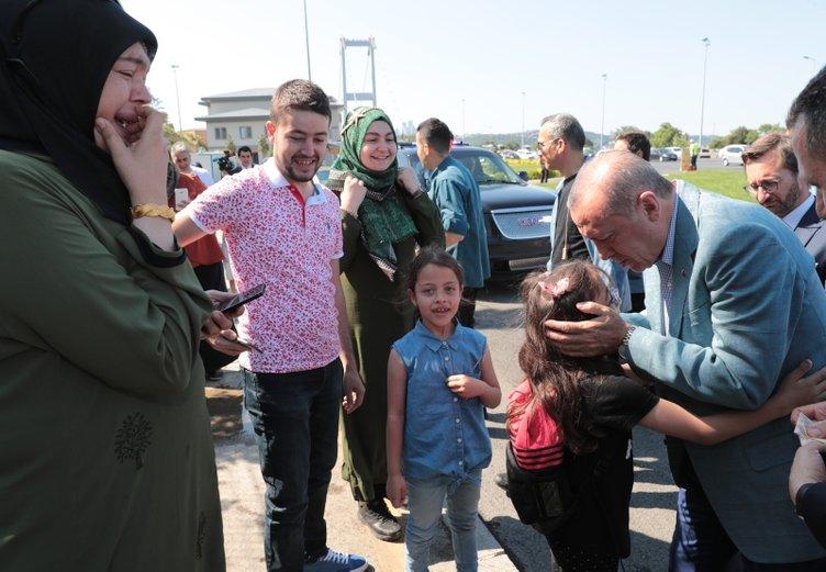 Başkan Erdoğan yolda vatandaşlarla sohbet etti