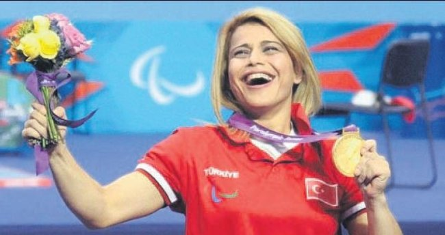 Nazmiye rekorla altın kazandı