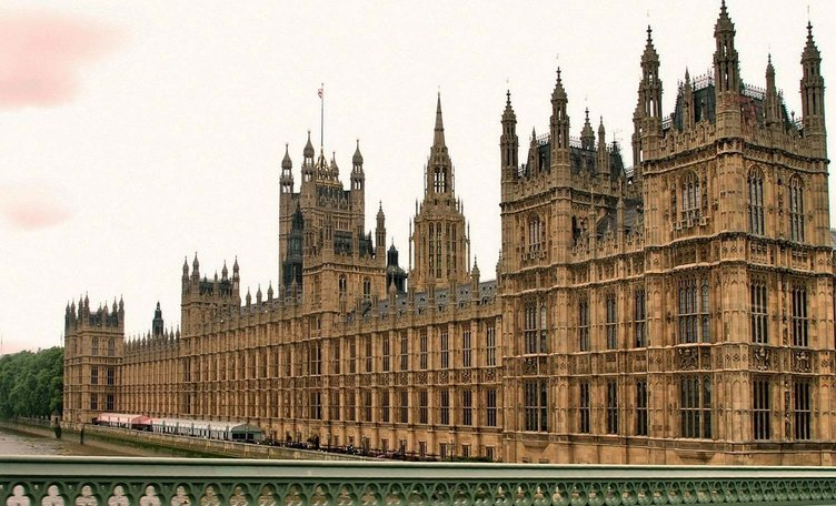 İngiltere Parlamentosu'nda tecavüz skandalı!