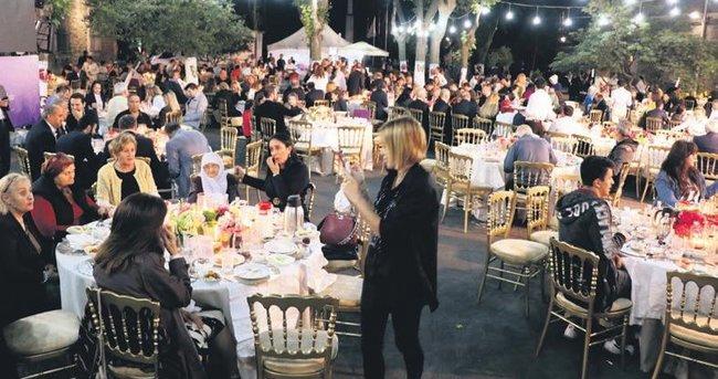 Darülaceze'de anlamlı iftar