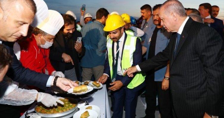 Erdoğan'dan havalimanı çalışanlarına baklava...