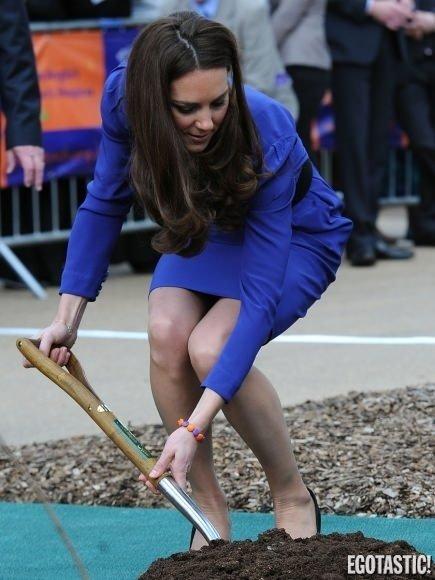 Kate Middleton kolları sıvadı!