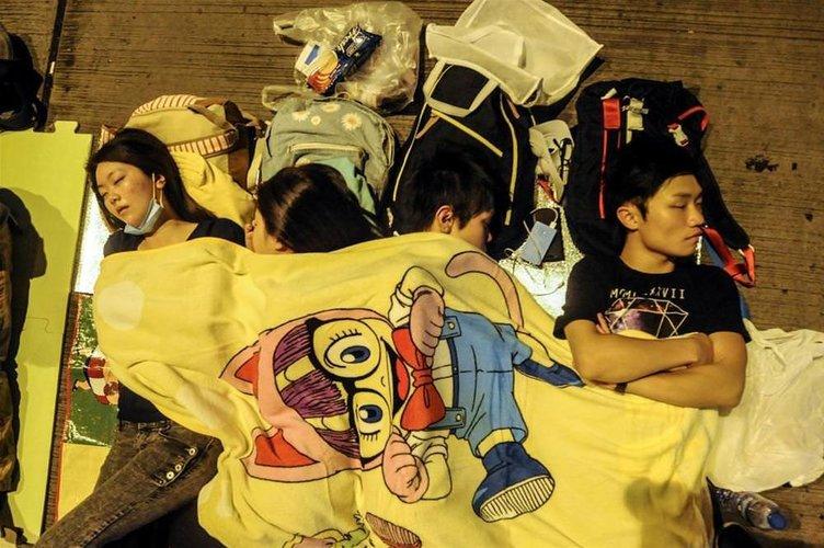 Hong Kong'da işgalciler direniyor
