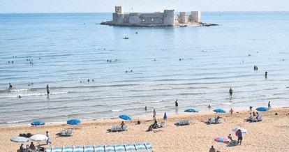 Mersin'de güzel havanın tadını denizde çıkarttılar