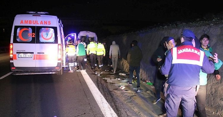 Taraftar minibüsü tırla çarpıştı: 10 yaralı