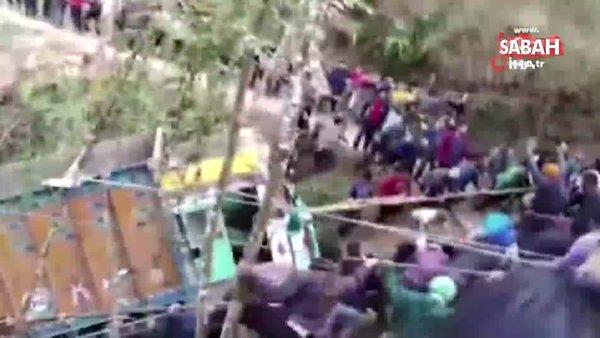 Hindistan'da yüzlerce kişi kamyonu kurtarmak için seferber oldu | Video